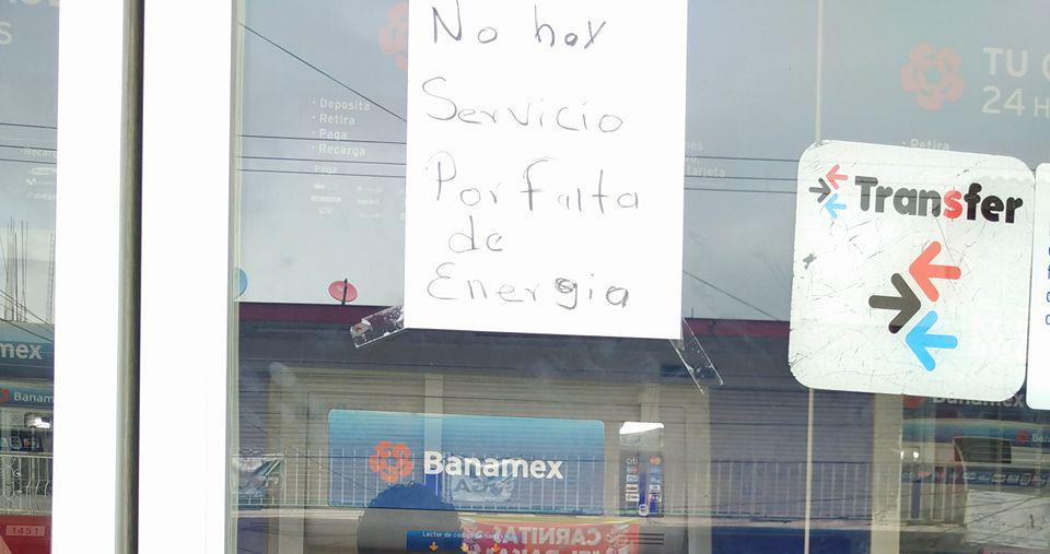 Se metieron a robar al Banamex, ladronzuelos no pudieron llevarse nada de dinero.