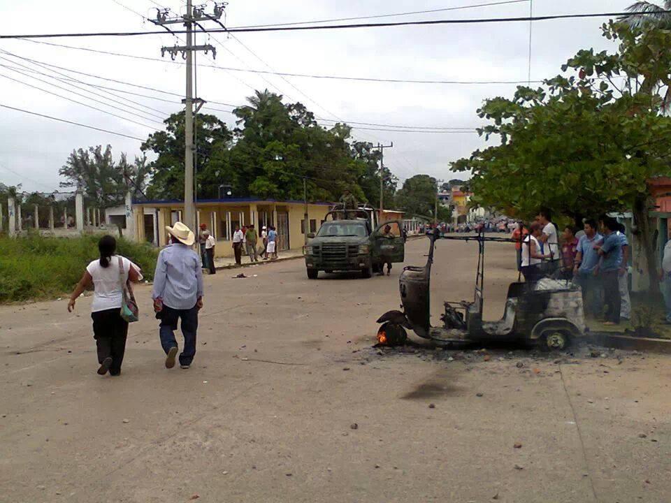 Enfrentamiento entre taxistas y mototaxistas en Matías Romero